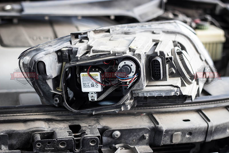 Audi Q7 - Philips D1S - bulb replacement - headlight 4